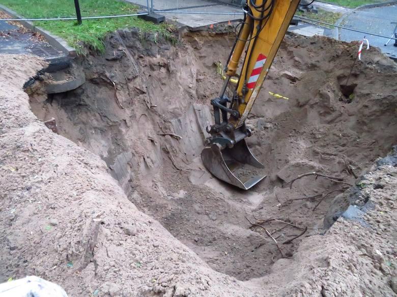 8 października rozpoczęły się roboty budowlane związane z usunięciem awarii na wjeździe przy ul. Wczasowej 1a w Ustce, przebudowa potrwa ok. dwóch tygodni.