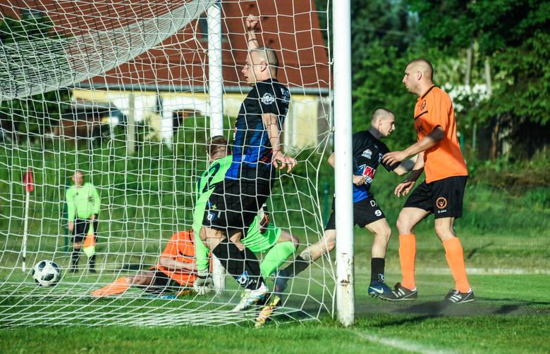 W zaległym meczu 17. kolejki I grupy bydgoskiej A klasy Zawisza Bydgoszcz pokonał Victorię Niemcz 3:0 (1:0) po dwóch golach Sergiusza Kota i jednym Przemysława