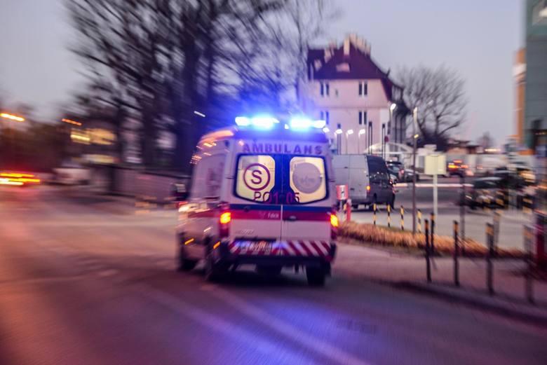 """Chorzów. Karetka woziła pacjentkę kilka godzin od szpitala do szpitala. """"Pół dnia dzwoniłem, żeby dowiedzieć się, gdzie jest moja żoneczka"""""""