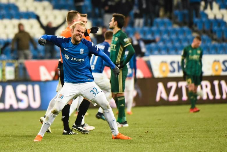 Lech Poznań dopuścił się wobec fanów ciężkiego grzechu. Kazał im wierzyć a wiarę tę potwierdzać kupowaniem biletów i zdzieraniem gardeł. Tymczasem w