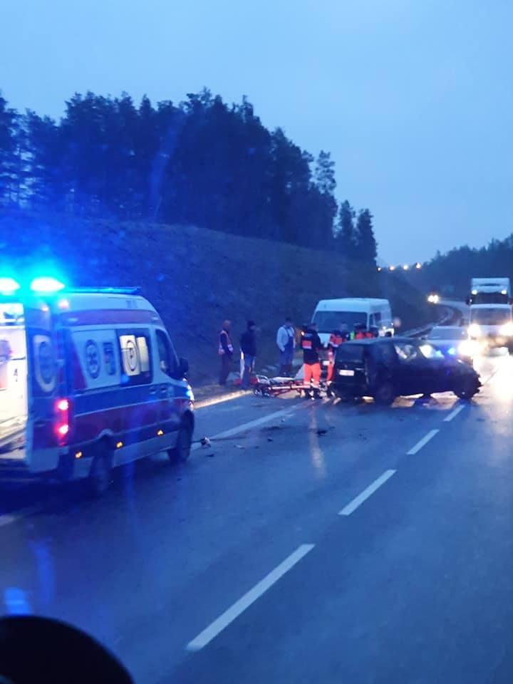 Wypadek na obwodnicy Wasilkowa zaraz za Świętą Wodą w stronę Białegostoku. Przyczyną było niedostosowanie prędkości do panujących warunków.