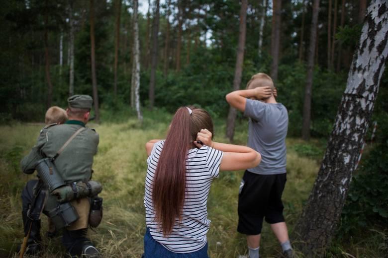 Fotoreportaż - II miejsce w kategorii KULTURA I ROZRYWKAWśród Polaków rośnie popularność masowych imprez o charakterze militarnym. Zazwyczaj przybierają