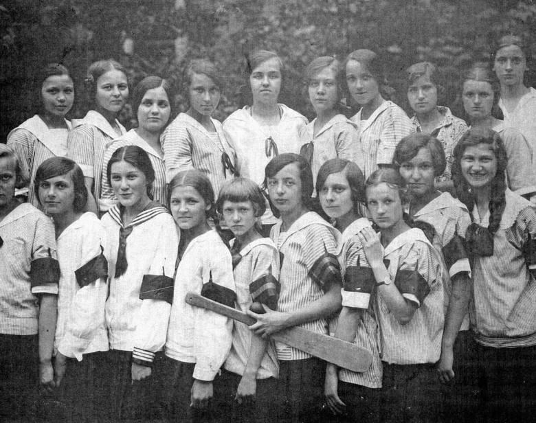 """Od 1929 roku """"Dwójka"""" działała jako Państwowe Gimnazjum i Liceum im. Generałowej Zamojskiej"""