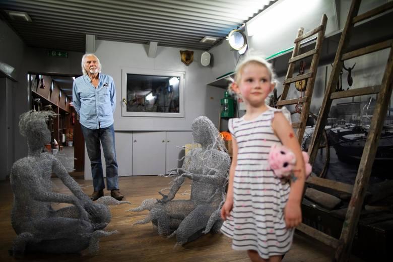 Kiedyś pracował na holowniku. Do Bydgoszczy trafił za sprawą swej podróżniczej pasji – mowa o australijskim rzeźbiarzu Garry'm Greenwoodzie, który to