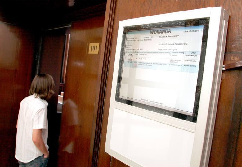 Wrocław: Elektroniczne wokandy z błędami. A kosztowały 250 tys. złotych