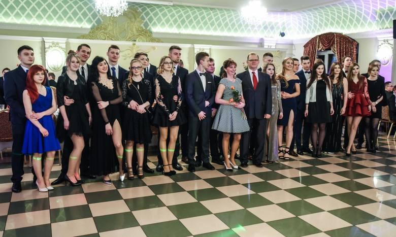 10 lutego, to dzień ostatnich dwóch studniówek w tym roku w Bydgoszczy. Zobaczmy jak się bawili uczniowie ZS Mechanicznych nr 1 w Hotelu Pałac. Bal rozpoczął