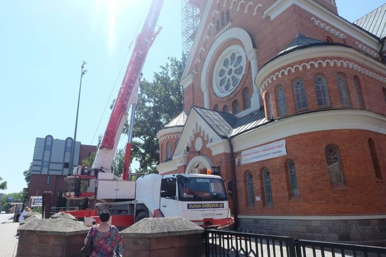 Kościół św. Wojciecha. Odbudowa wieży - montaż konstrukcji (zdjęcia, wideo)
