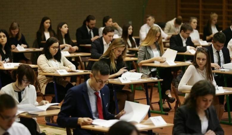 Śląskie: Nie wszystkie szkoły wydały świadectwa uczniom