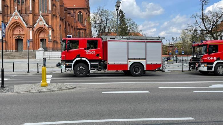 Dzień Strażaka. Z tej okazji głównymi ulicami Białegostoku przejechała kolumna strażackich wozów bojowych