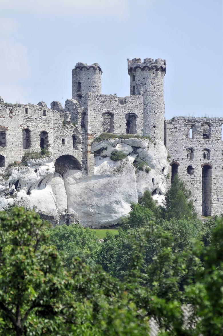 W latach 1530–1545 na miejscu warowni średniowiecznej zbudowano nowy renesansowy zamek.