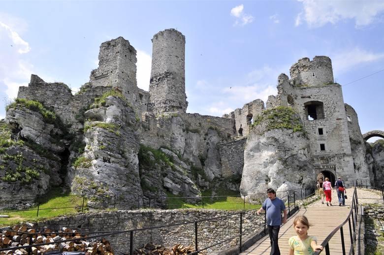 W 1587 r. zamek zdobyły wojska arcyksięcia Maksymiliana, pretendenta do tronu polskiego, a w 1655 r. został częściowo spalony przez wojska szwedzkie,