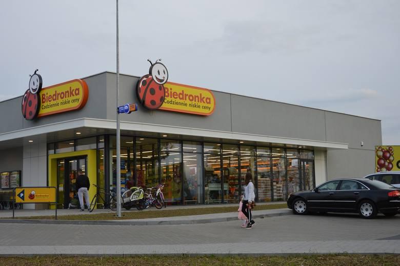Na granicy Słupska i Siemianic otwarto nowy market sieci Biedronka. Sklep zlokalizowano przy ul. Kaszubskiej, dokładnie na granicy gminy Słupsk i Miasta