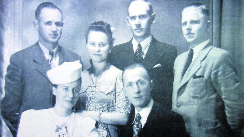 Zdjęcie ślubne Wandy i Władysława Królów wykonane po ślubie cywilnym
