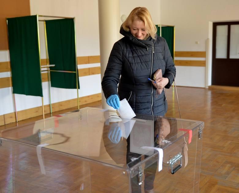 W gminie Jarosław 10 tys. osób wybiera nowego wójta. To bardzo nietypowe przedterminowe wybory samorządowe [ZDJĘCIA]