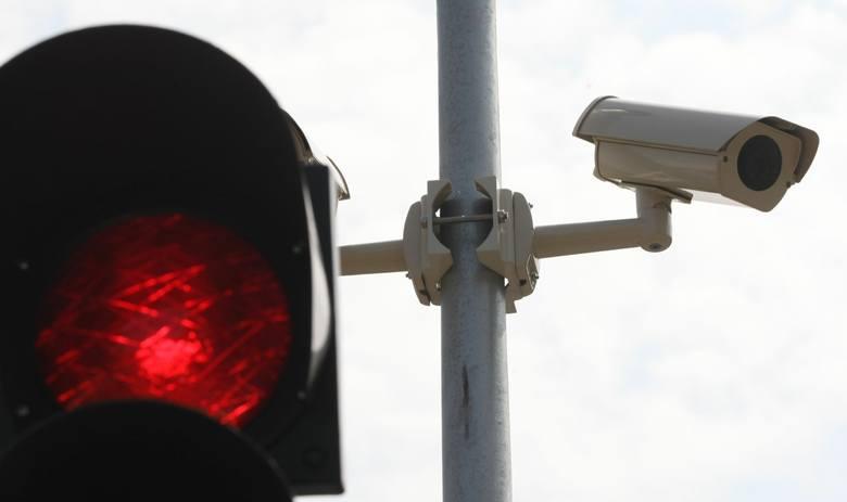 Na 30 skrzyżowaniach w 18 miastach planowany jest montaż systemów rejestrujących wykroczenia niestosowania się do sygnalizacji świetlnej.