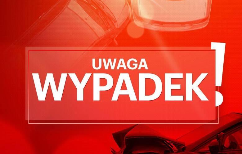 Kierowca osobowego auta zginął w wypadku, do jakiego po południu doszło na drodze krajowej nr 10, w okolicy Wypalenisk.Jak nas poinformowano na stanowisku