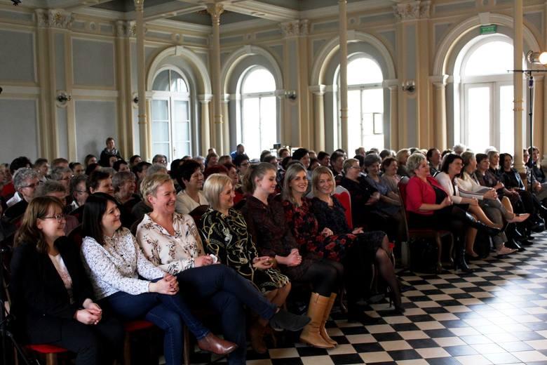 Na zaproszenie starosty, Lidii Zwierzchowskiej do Aleksandrowa Kujawskiego przyjechało liczne grono przedstawicielek kół gospodyń wiejskich oraz stowarzyszeń