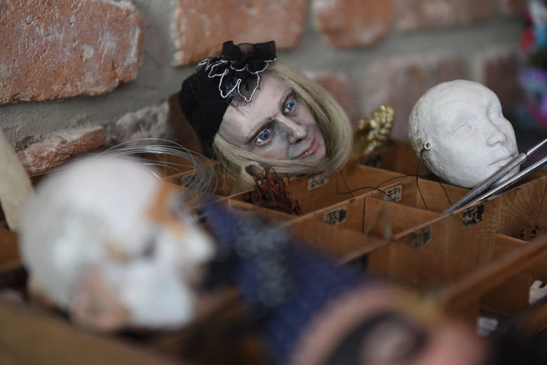 Od Putina i Tuska do Björk  i Bowiego, czyli świat lalek Bei Ihnatowicz