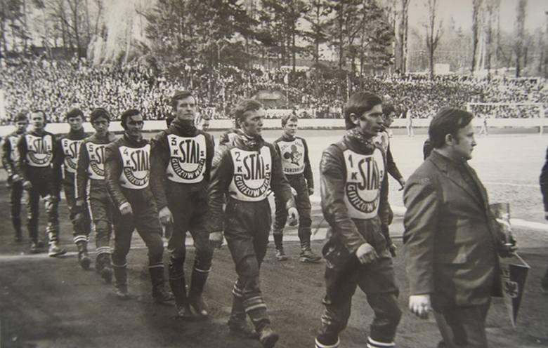 """Lubuska """"święta wojna"""", czyli żużlowe starcia żużlowców Stali Gorzów i Falubazu Zielona Góra mają już ponad 60-letnią historię. Kibice obu drużyn"""