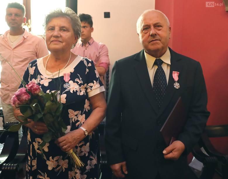 Kolejne dwadzieścia trzy pary, które mogą pochwalić się co najmniej 50-letnim stażem małżeńskim zostały uhonorowane Medalami za Długoletnie Pożycie Małżeńskie