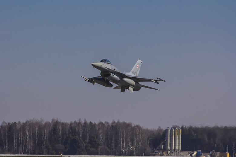 Polskie myśliwce F-16 przechwyciły rosyjski samolot nad Krakowem i zmusiły go do lądowania w Radomiu