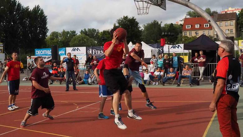 Już po raz szósty Koszalin stał się stolicą ulicznej koszykówki. W Trio Basket 2016 wzięło udział ponad czterdzieści drużyn złożonych z zawodników z