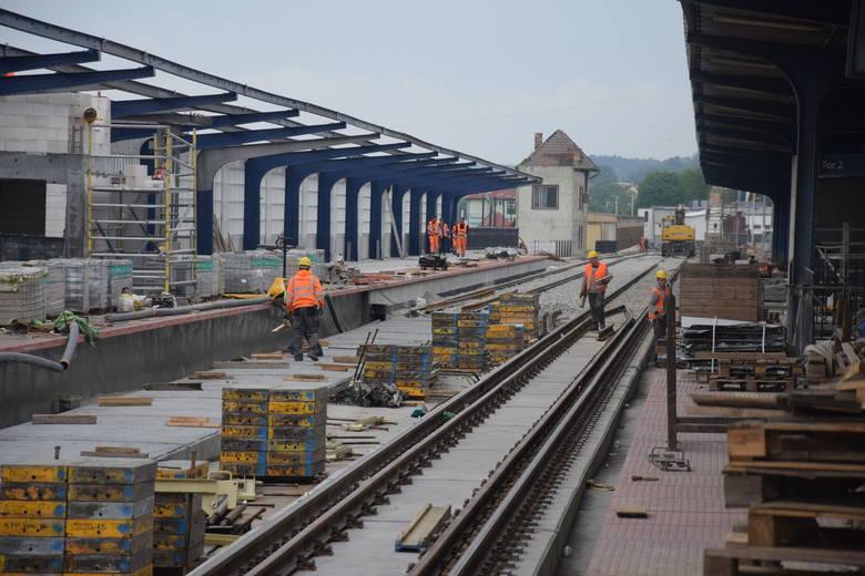 Mamy dwie informacje w sprawie remontu estakady kolejowej w Gorzowie. Pierwsza: remont kolejny raz będzie wydłużony. Tym razem do 30 września. Druga