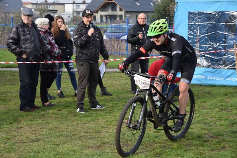 Listopad rozpoczął się w  gminie Nakło od wydarzeń sportowych. Oto kilka migawek z Maratonu MTB, który rozegrano w Paterku. 35-km trasę wytyczono nie