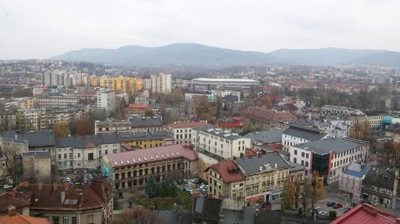 3. miejsce - Oddział ZUS w Bielsko-BiałejLiczba cudzoziemców ogółem (umowa o pracę, umowy na zasadach cywilnoprawnych i działalność gosp.): 9 053 cudzoziemców.Zatrudnionych