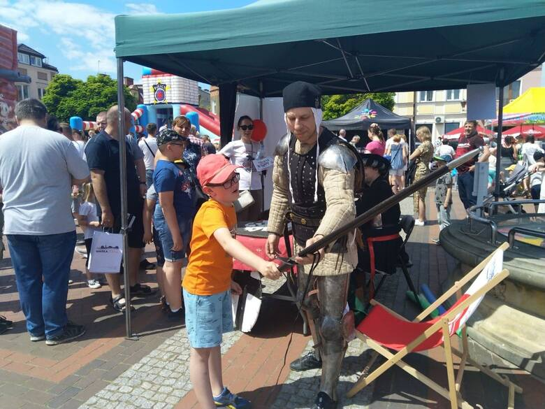 Dzień Dziecka Warka świętowała 6 czerwca na Placu Stefana Czarnieckiego. To był czas dobrej zabawy, radosnej wrzawy i miłej bliskości wszystkich - i