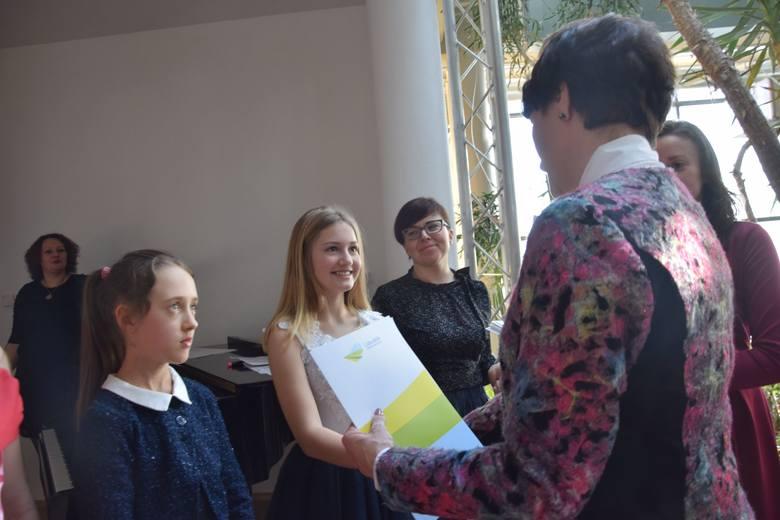 Zielona Góra. 30 stycznia 2019. Marszałek Elżbieta Anna Polak wręczyła stypendia najzdolniejszej młodzieży.