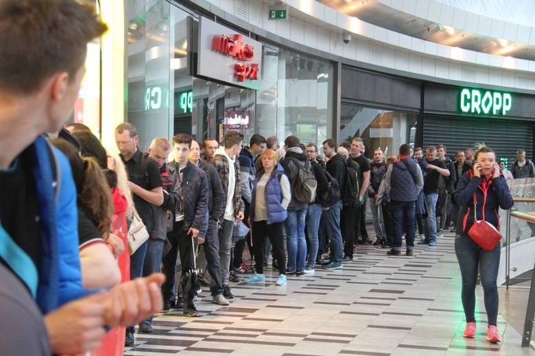 Od godziny 6 rano czekali klienci na otwarcie nowego salonu Media Expert w Galerii Korona Kielce. Punktualnie o 7 mogli kupować wiele artykułów RTV/AGD