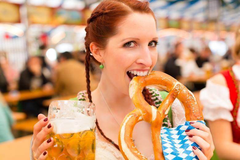 Nie powinno dziwić, że większe zainteresowanie miastem w czasie trwania święta piwa wiąże się ze wzrostem cen lotów i zakwaterowania właśnie w tym o