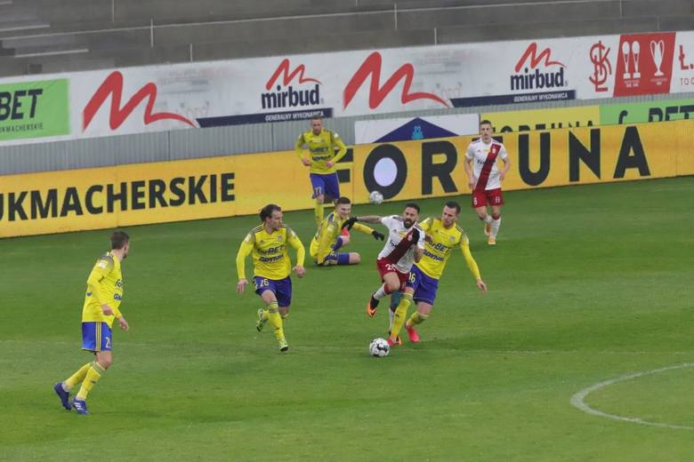 ŁKS-Arka Gdynia 1:2. Ełkaesiacy sami sobie ,,strzelali'' gole i nie zdobyli nawet jednego punktu!