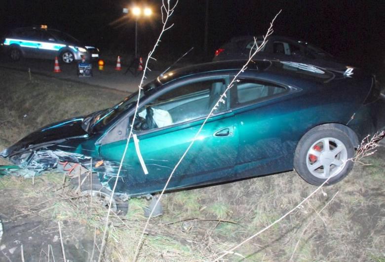 Wypadek w Ostrowie koło Jarosławia. Ford zderzył się z daewoo matizem. 30-letni kierowca był pijany