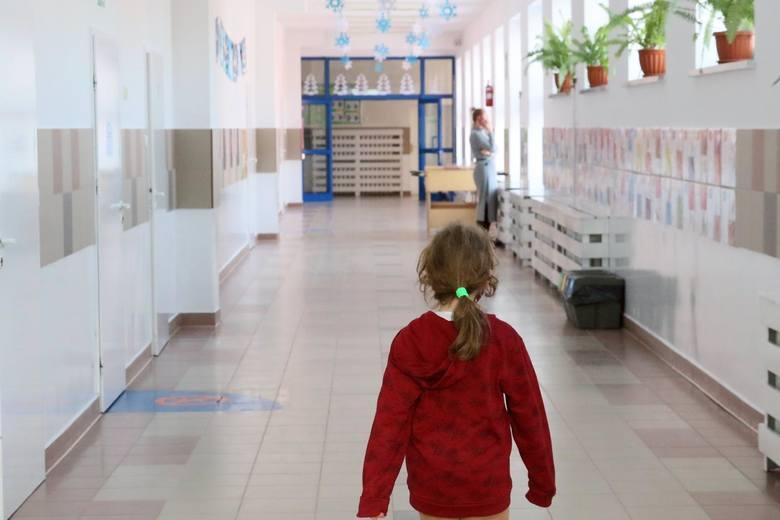 """Program """"Dobry Start"""" to 300 zł jednorazowego wsparcia dla wszystkich uczniów rozpoczynających rok szkolny."""