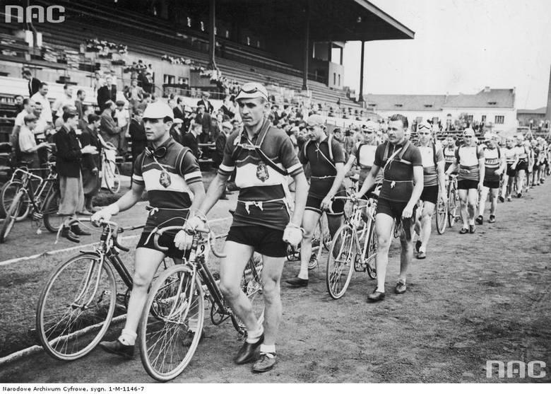"""""""Wyścig dookoła Polski"""" startował na długo przed II wojną światową. Tak wtedy wyglądał"""