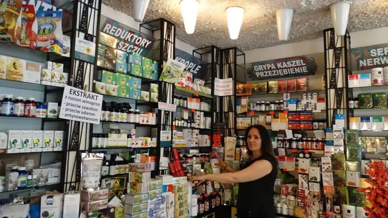"""Halina Olszewska zgłosiła się do pracy w sklepie """"Herbapolu"""" przez przypadek. Od 25 lat jest to jej życiowa pasja."""