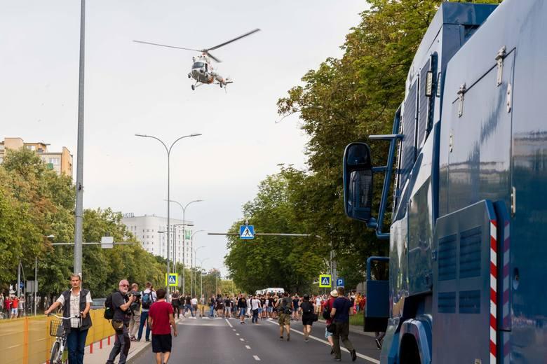 Parada Równości. Białystok jak w strefie wojny. Policjanci mieli ręce pełne roboty (zdjęcia)