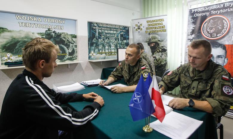 Panie i panowie muszą stawić się przed komisją wojskową w Mogilnie