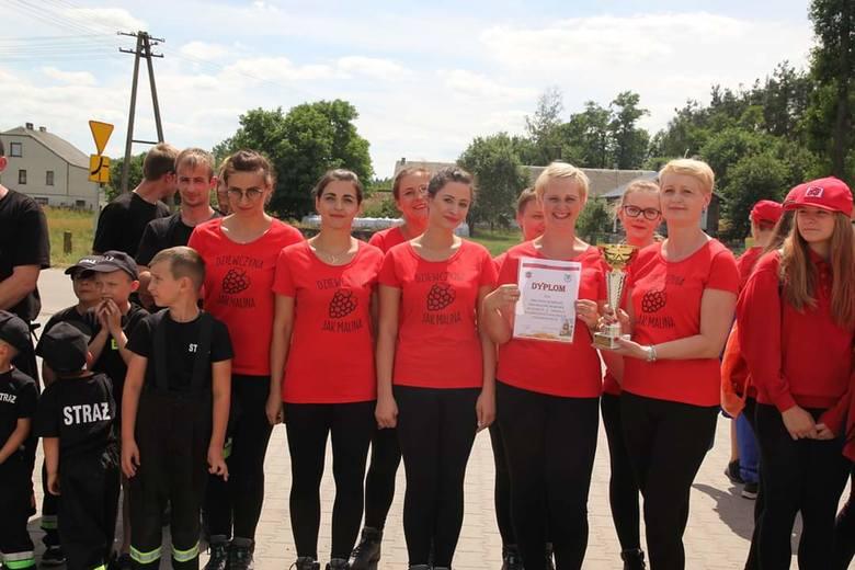 Żeńska drużyna strażacka ma na swoim koncie pierwsze sukcesy – zajęła w zawodach gminnych pierwsze miejsce wśród kobiet