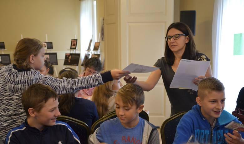 """Filia biblioteczna w Jastrzębiu (gm. Lipno) realizuje projekt """"Mój patriotyzm, moja historia"""". W jego ramach odbyły się w tym tygodniu zajęcia edukacyjne"""