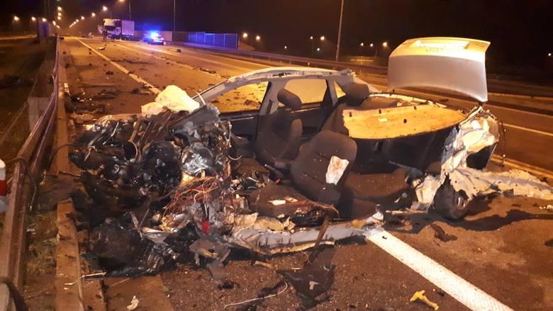 Do wypadku doszło w środę ok. godziny 22:50, na wiadukcie obwodnicy Jarosławia przy zjeździe na Szówsko.Kierujący osobowym audi czołowo zderzył się z