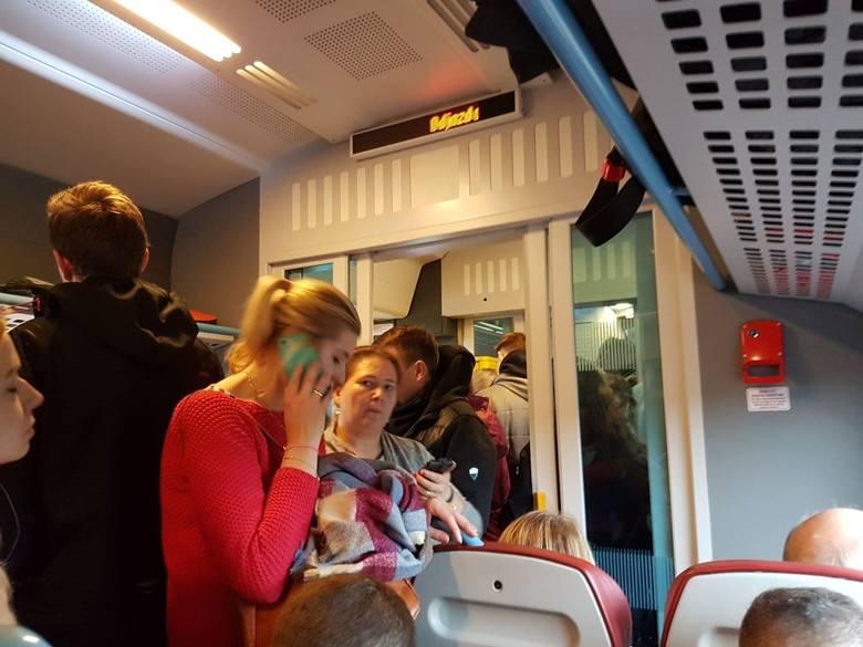 Pasażerowie skarżą się na tłok i ścisk w pociągach Kolei Wielkopolskich na trasie np. z Poznania do Konina. Podobnie jest na trasie Poznań-Wągrowiec.