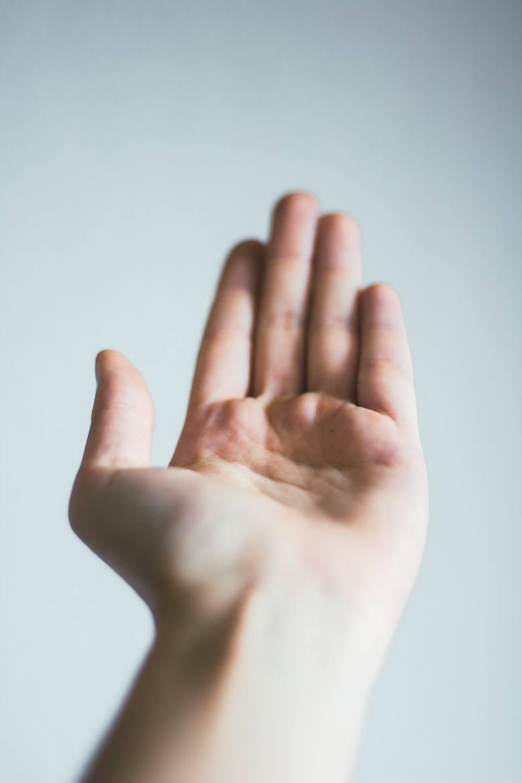 Drżenie rąk, to jeden z częstych objaw nadczynności tarczycy.