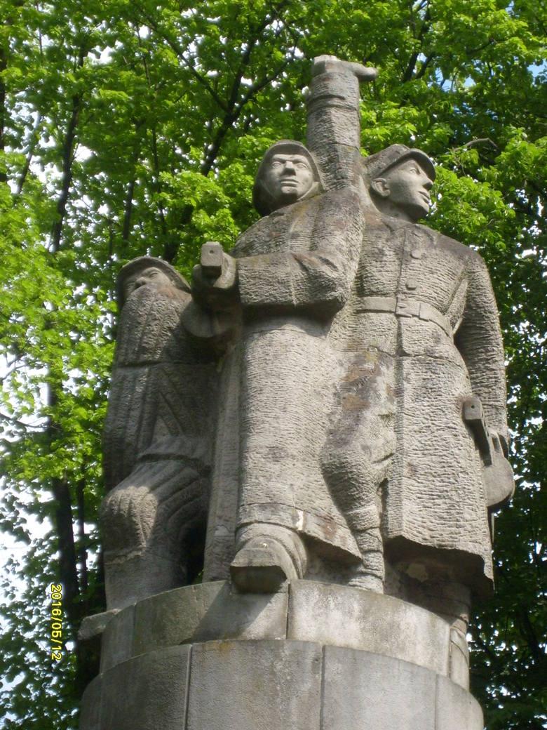 """Czy inowrocławski monument, stanowiący """"świadectwo historii i przykład sztuki socrealistycznej"""", będzie w Bornem-Sulinowie?"""