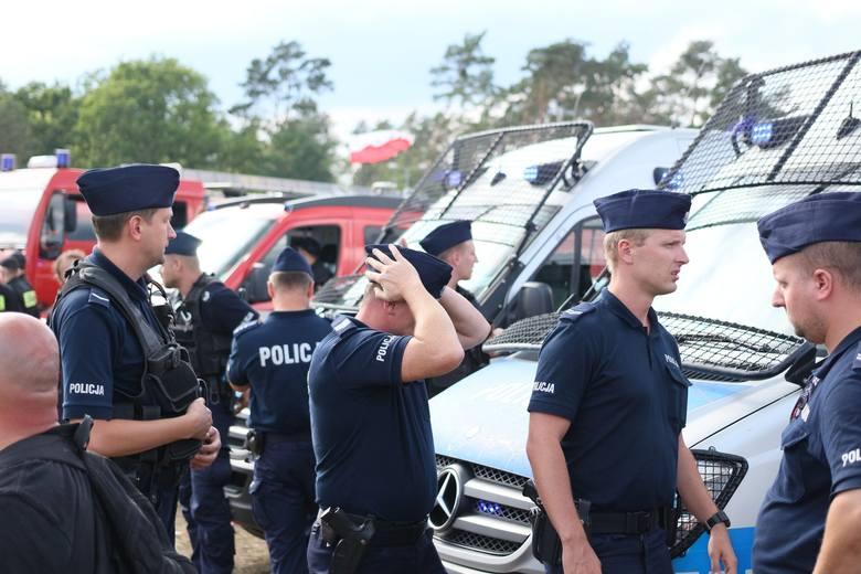 Uczestnicy festiwalu PolAndRock w Kostrzynie nad Odrą, jak co roku uczcili pamięć osób poległych w Powstaniu Warszawskim.Zawsze, 1 sierpnia, festiwal