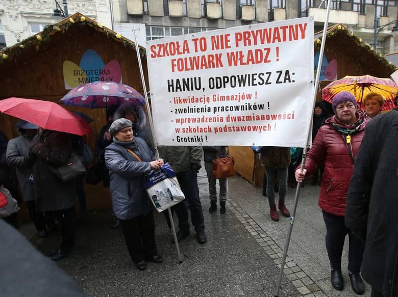 Żądają   szkół i pracy!