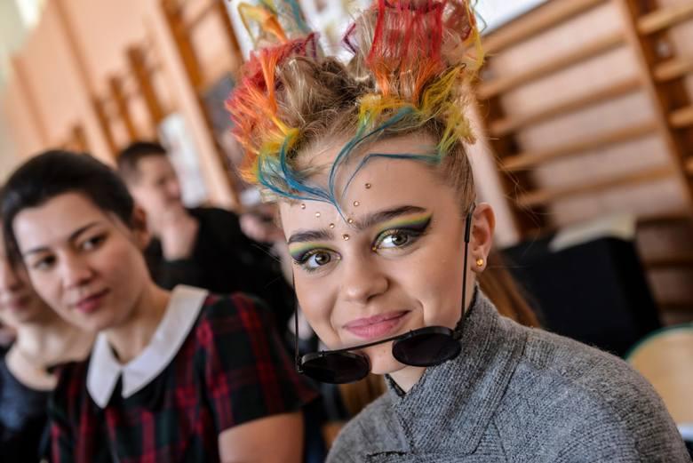 13.04.2018 gdanskZespół Szkół Kreowania Wizerunku w Gdańsku. Uczniowie rywalizowali o bursztynowe nagrody  - fryzjerzy, makijażyści i kreatorzy mody