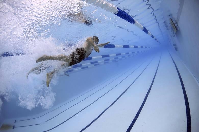 Wizyta na basenie to świetny sposób na spędzenie wolnego czasu. Nie tylko relaksuje, ale również przyczynia się do poprawy naszej kondycji. W Lubuskiem
